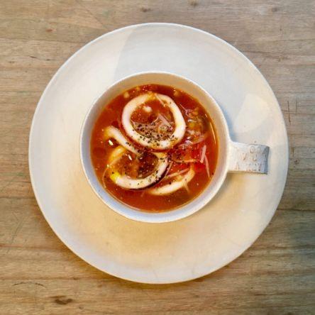 キノコとイカのトマトオイル煮込み