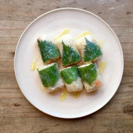 海老混ぜご飯のライスペーパー巻き