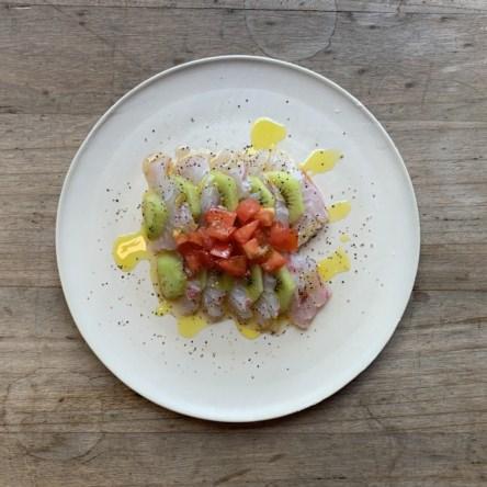 白身魚とキウイのカルパッチョ